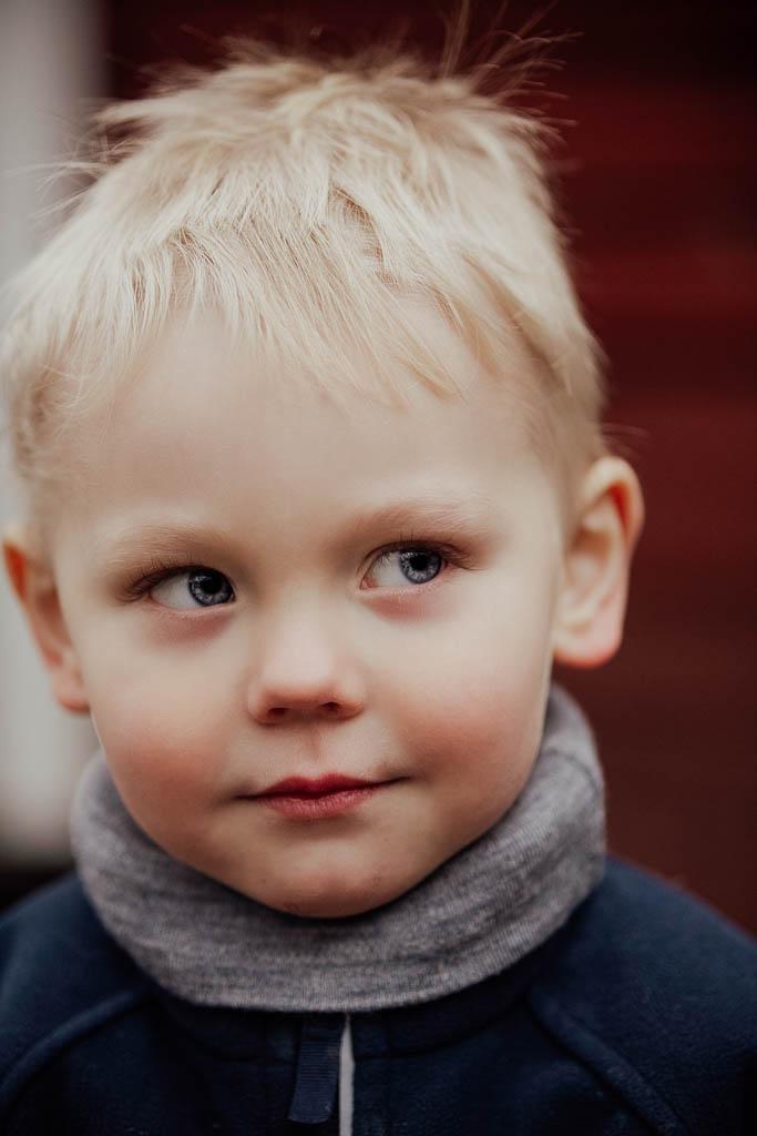 2018-12-15-FotografSusannAlmandin-Familjefotografering vid Sörmlandsgården_0361